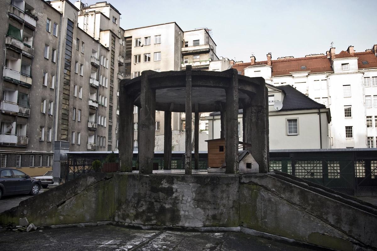 modernizm_gdynia_dom-mieszkalny-ul-3-maja-27_31_podworko-i-altana_fot-przemek-kozlowski